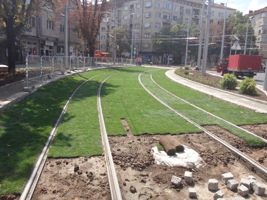Световни експерти със сериозни съмнения за качеството на зелените релси на Руски паметник