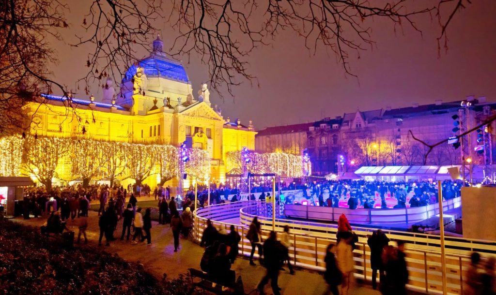 Коледните светлини в Загреб