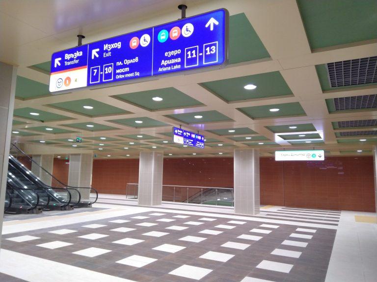 ГАЛЕРИЯ: Новите табели в метрото